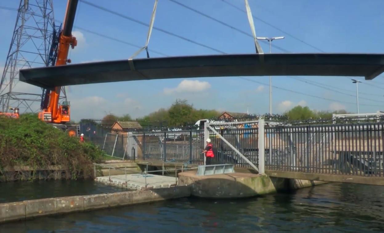 ecs engineering  install  frp footbridge  kiora uk construction