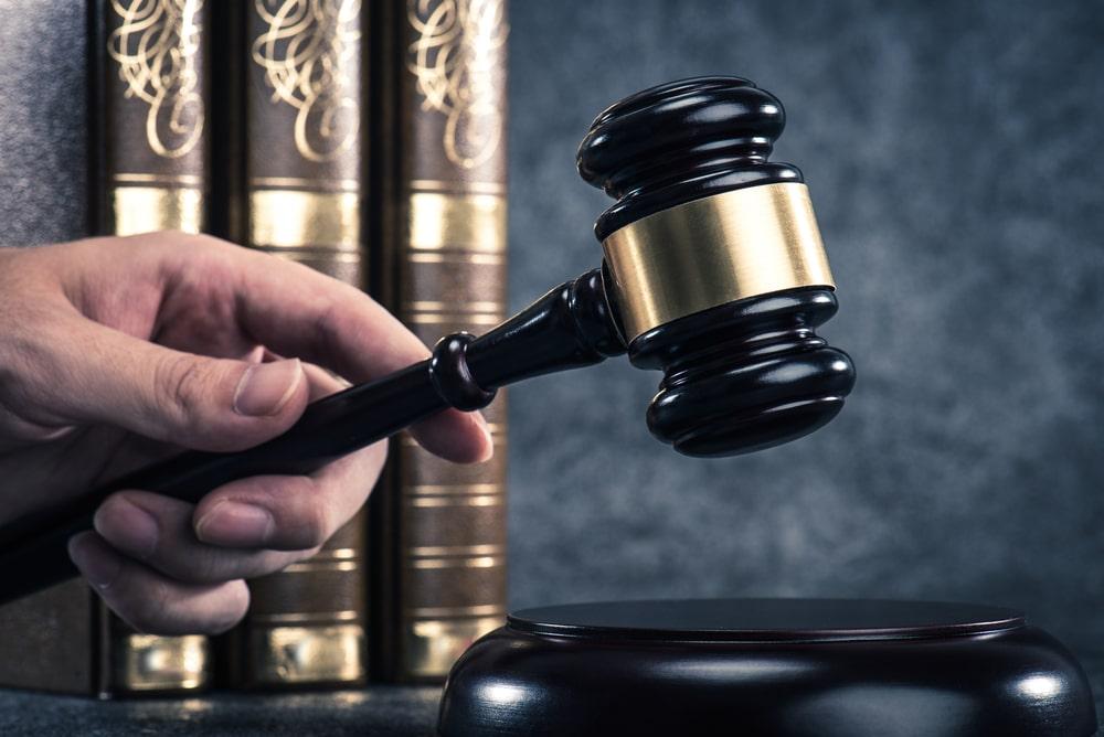 وکیل برای تنظیم قرارداد